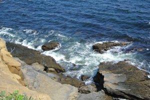 荒々しく男性的な海岸線