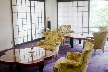 <p>The lobby is very luxurious</p>