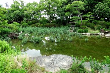 <p>According to the sign, there is a leak in the pond and so it can&#39;t be filled</p>