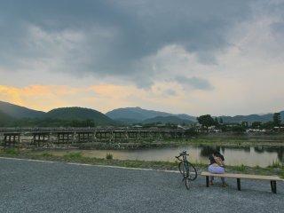 ...บรรยากาศโดยรอบสะพานโทเก็ทซูเกียว-อาราชิยาม่า...