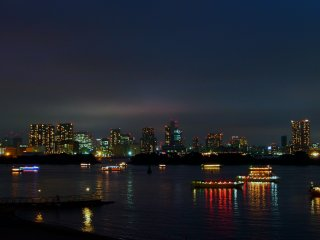 There are numerous night cruises of Tokyo Bay. They are especially popular in the summer months, when the weather is warm and breezy.