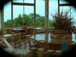 บริเวณ Mint Cafe มุมพักผ่อนพร้อมชาสมุนไพรและขนมเค้กอร่อยๆซักชิ้น