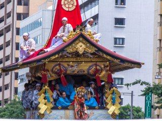 Houka-hoko (放下鉾) During the Yamaboko Junko (山鉾巡行) in Kyoto, 2012! This float derives its name from the small image of a Hoka-so priest near the middle of its center pole. Hoka-so appeared in the mid-Muromachi period (15th century) and are groups of Buddhist monks who traveled from place to place in rural Japan entertaining local people by performing a variety of stunts for the purpose of disseminating their faith