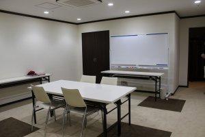講義室。エステティシャン養成の、あるいは一般の方向けのレクチャーも行われる