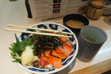 <p>My own delicious bowl of sushi rice, topped with raw tuna and salmon roe, served with hot miso soup and green tea</p>