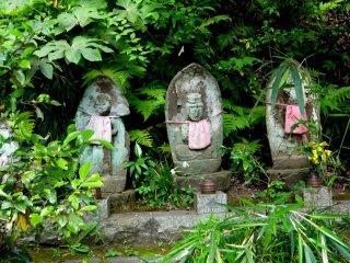 Ojizo statues