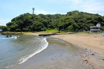 The south end of Kannonzaki Park is home to Kannnonzaki Lighthouse, a nice grassy area for barbecues, and a great beach for swimming
