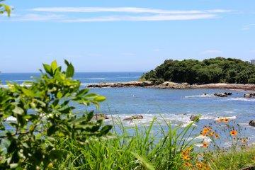 The south end of Tomyodo Beach in Uraga