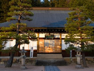 Khu đền đẹp đến kinh ngạc chung quanh khu được trang trí hoàn hảo.