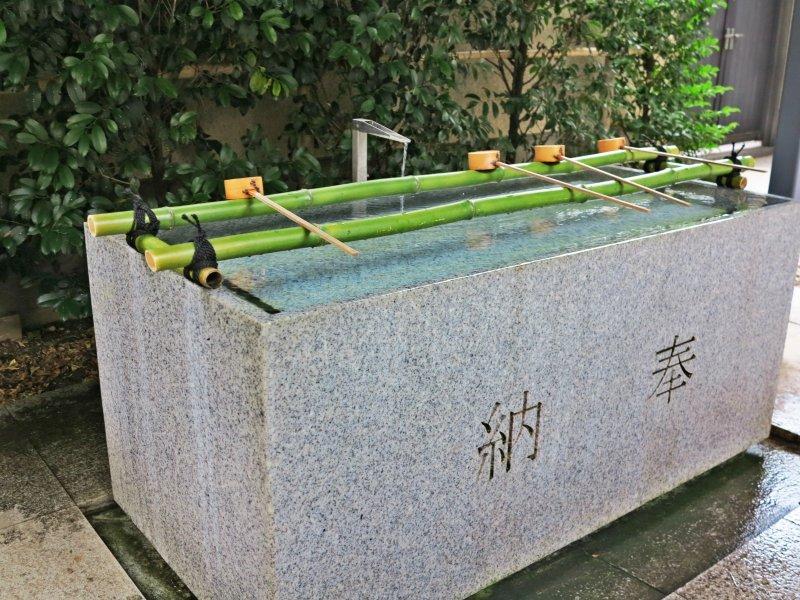 <p>赤城神社前的手水舍</p>