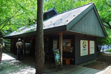 <p>All guided tours start in front of the visitor center</p>