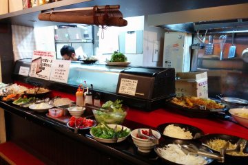 <p>Help yourself at the buffet counter. Tell the chef which meat you would like and he will prepare you a plate</p>