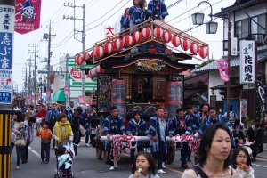 Motomachi Yatai heading towards the Kanadoro