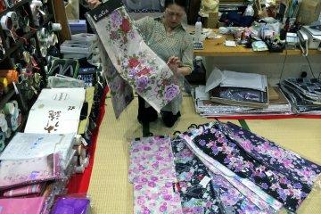 <p>The beautiful&nbsp;Yukata separates at Nunoya (ぬのや), a family-owned shop in Yokosuka.</p>