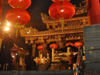 L'étincelant temple Kantei-byo, coeur du Chinatown de Yokohama