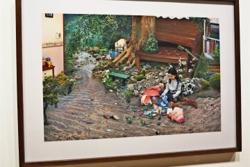<p>森美术馆内Won Seoung Won的作品:A strange Playground (From the series My Age of Seven)</p>