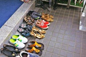 拜访整齐的鞋子