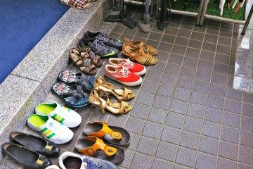 <p>拜访整齐的鞋子</p>