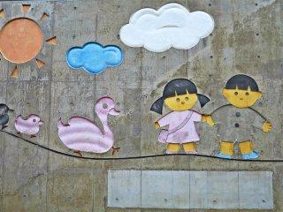 公园内儿童公园前的壁画