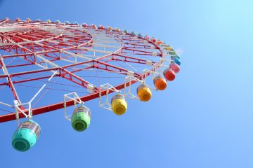 <p>Located next to Tokyo Leisure World, the&nbsp;Daikanransha&nbsp;ferris wheel promises to delight with its happy and romance-filled settings!</p>