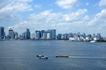 <p>A view of Tokyo Bay.</p>