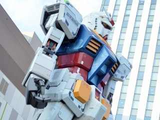 The Gundam stands tall outside of DiverCity Tokyo Plaza - one of my favourite malls in Odaiba. Within the mall, there is also a Gundam cafe.