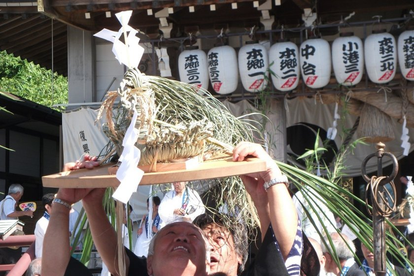 The turtle-like figures are brought from the Shrine.  Start of Ouma nagashi ritual