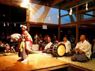 Kagura dibuka dengan penampilan dari pelajar setempat