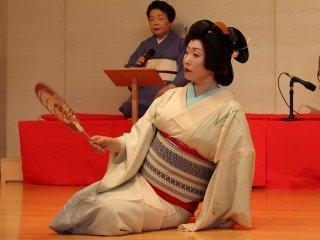 長唄「都鳥」を踊るしおり芸妓