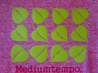 Thiết kế áo thun gốc được sản xuất và bán tại quán cà phê