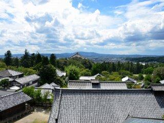 Vue depuis le balcon du bâtiment principal de Nigatsu-dō