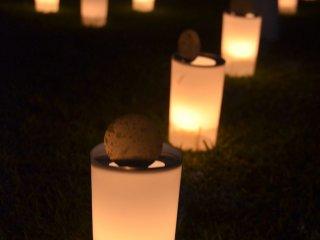 Những ngọn nến được thắp sáng tại lễ hội Nara Tokae