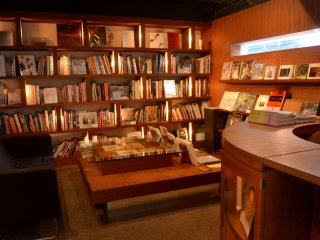 Library of Prinz Cafe