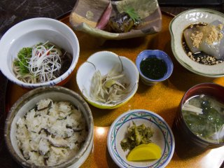 Koshoan's lunch special, with a delicious local delicacy made from Japanese arrowroot, kuzumochi, at the top right