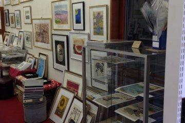 専門店で日本の版画文化を堪能する