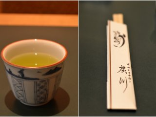 Pengunjung akan disuguhi dengan teh hijau ketika datang