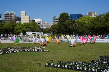 <p>Peace Memorial Park is not just a solemn place. Every year the park is decorated beautifully for Hiroshima&#39;s Flower Festivals. Several other festivals are held here throughout the year.&nbsp;</p>