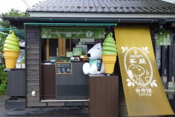 <p>ถูกดึงด้วย Snoopy แต่รสชาติก็ไม่ผิดหวังนะคะ เข้มข้นชาเขียวมาก</p>