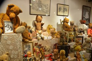 Teddy bears of different eras