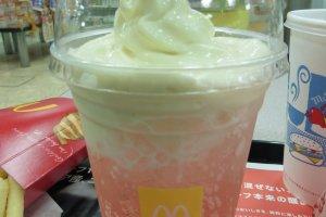 Limonade de cerises acérola surmontée de soft cream. Un vrai délice!
