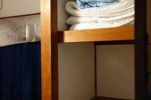ตู้เสื้อผ้าก็ใหญ่ไม่แพ้ห้อง แบบเข้าไปนอนได้อีกคนเลยนะ