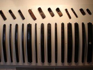 樽を製作するのに使用したかんななどの道具が展示してある