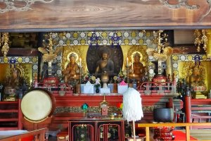 พระพุทธรูปพระศากยมุนี (Shakamuni) หรือพระโคตมพุทธเจ้า