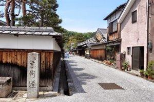 The beginning of Shinmachi-dori