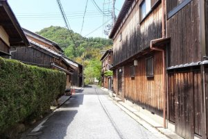 There were rows of houses both old and new that are unusual and attractive for foreigners like me. Each house has been maintained very well.