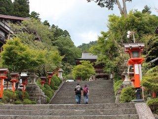 鞍馬寺への最初の石段