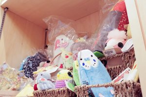 Why not take away souvenir of your visit? Kotori Cafe offers an assortment of bird-themed gifts.