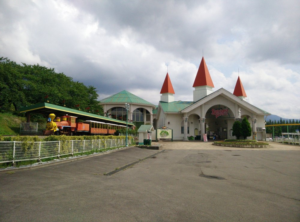 The main entrance to Suntopia World Theme Park
