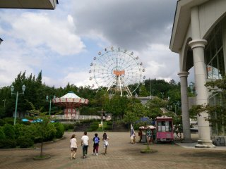 The Ferris Wheel from the entrance plaza