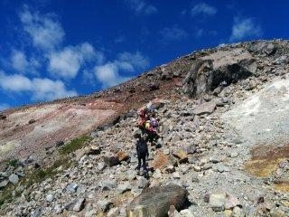 Climbing Chausu-dake – an active volcano